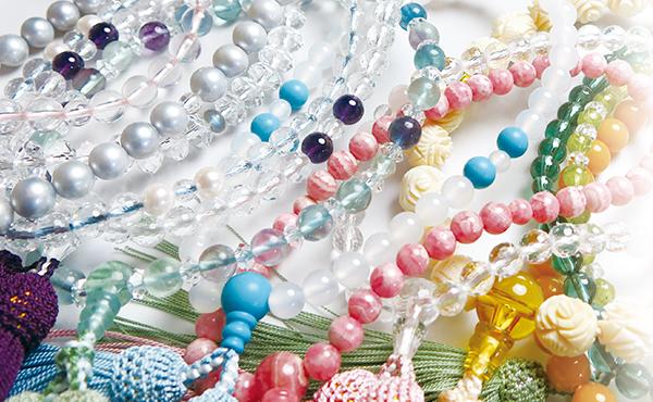 <span>香源のお数珠・ブレスレット</span>店主がその目で品質を確かめ、厳選して取り扱っております。