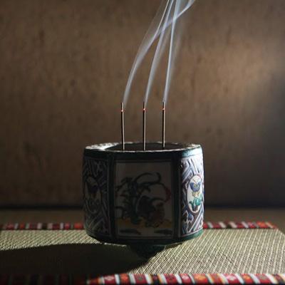 <span>Daily Incense</span>
